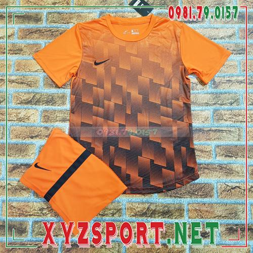 Áo Không Logo XYZ20 Màu Trắng 4
