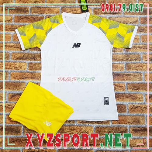 Áo Không Logo XYZ61 Màu Trắng Vàng 1