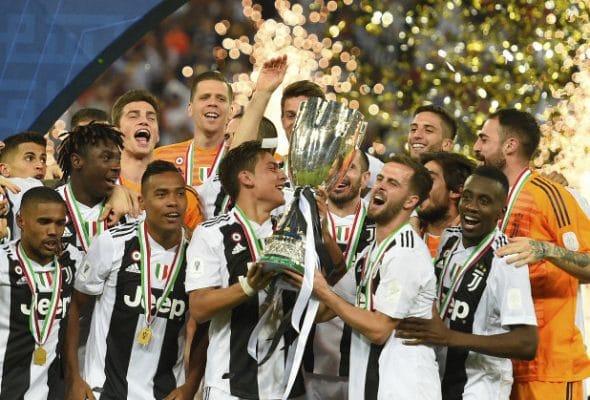 Áo CLB Juventus 2020 Sân Khách 3 Màu Trắng Đen 9