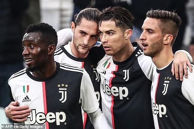 Tổng hợp 7 mẫu áo bóng đá câu lạc bộ Juventus đẹp nhất mùa giải 2020 - 2021 1