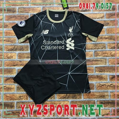 5 loại vải tốt nhất thường dùng may áo đấu Liverpool 2020 mới 1